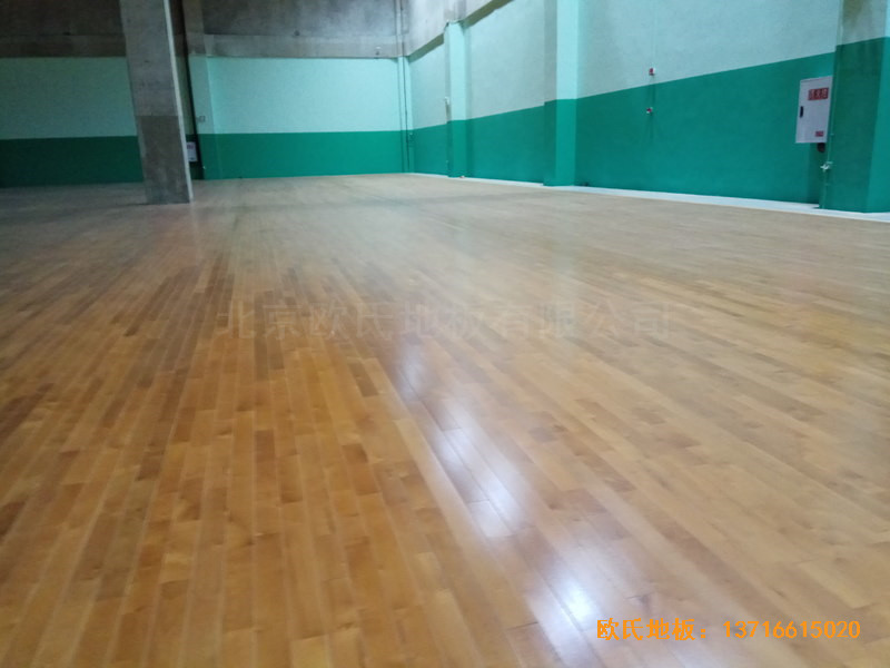重庆市九龙坡区友动力羽毛球俱乐部运动木地板安装案例4