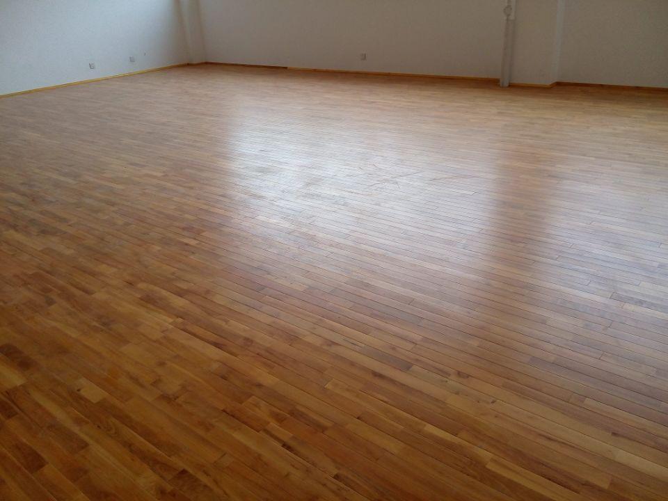 但国产运动木地板价格比进口运动木地板价格还是略逊