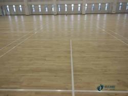 单层龙骨篮球场地地板怎样保养